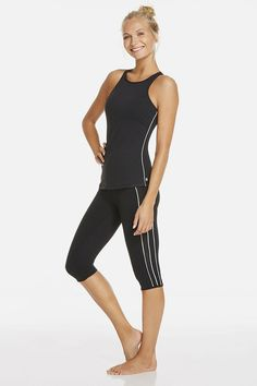 Step up (and switch up) your fitness routine in a set that takes on every activity like a champ. Sweat it out in built-in bra tank and keep it going in high-performing crops. The piping streamlines your figure so you look good, lunges and all. | Kodiak Outfit - Fabletics