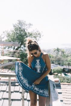 Laguna_Beach-California-Denim_Dress-Embroidery_Details-Lovers_And_Friends-Outfit-Open_Back-Silver_Flat_Sandals-Collage_On_The_Road-Outfit-2