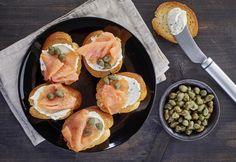 Tosta de pan de semillas con philadelphia y salmón ahumado