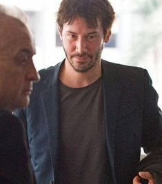 Keanu Reeves Photos - Keanu Reeves looks like he just crawled out of bed as he departs from Los Angeles International Airport (LAX). - Keanu Reeves at LAX Keanu Reeves News, Keanu Reeves John Wick, Keanu Charles Reeves, Tattered Jeans, Arch Motorcycle Company, Alex Winter, Face The Music, Drive In Theater, Matrix