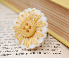 sweet felt daisy button ring (Crochet a round and stitch petals?Items similar to Yellow Daisy Embroidered Ring on Etsyhow to learn hand embroidery stitchesI can see this on a scrapbooked page or two :sew pretty.felt, embroidery and a buttonfelt daisy but Felt Crafts, Fabric Crafts, Sewing Crafts, Sewing Projects, Felt Embroidery, Hand Embroidery Stitches, Embroidery Patterns, Flower Embroidery, Felt Flowers