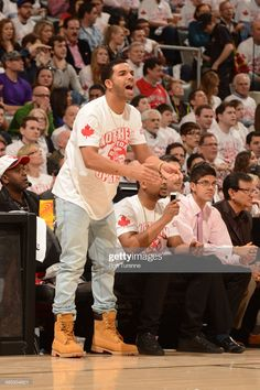 Recording Artist, Drake cheers on the Toronto Raptors during Game One. Outfits Con Botas Timberland, Timberland 6, Timberlands Shoes, Brooklyn Nets, Toronto Raptors, Drake Wallpapers, Drake Clothing, Sneakers Outfit Men, Mod Fashion