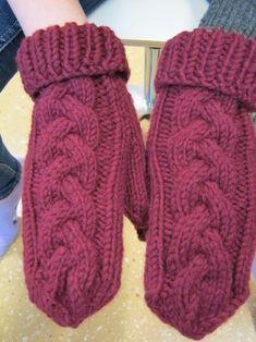 Kässää Mankolassa: Muhkea palmikko lapasiin / ohje Knitting Socks, Hand Knitting, Knitting Patterns, Crochet Socks Tutorial, Fair Isle Chart, Knit Or Crochet, Mix Match, Handicraft, Tejidos