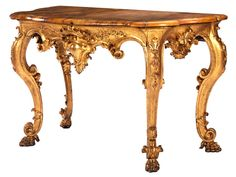 Höhe: 92 cm. Wandbreite: max. 150 cm. Tiefe: 73 cm. Italien/ Lucca, um 1700. Vierbeiniger Konsoltisch, geschnitzt, gefasst und ganzvergoldet. Die wandseitigen...
