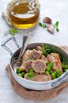 Gustosi #involtini di carne di #vitello ripieni con #salsiccia cotti in tegame #ricetta #carne #secondipiatti