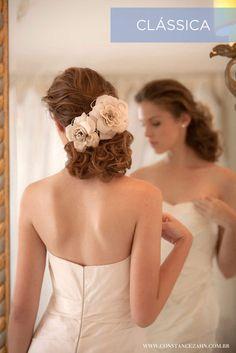 cabelo preso com flores para noivas