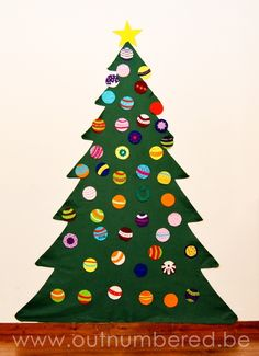 A felt Christmas tree is the perfect answer when you have small kids and few space in the house.