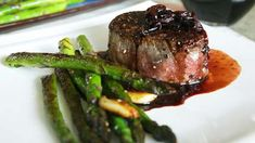 An easy red wine and shallot sauce with a touch of balsamic vinegar tops perfectly cooked fillet steaks. Enjoy with a bottle of red for a romantic night in. Sauce Recipes, Pork Recipes, Best Steak, Wine Sauce, Filets, Tasty Dishes, Carne, Red Wine, Dinner Recipes