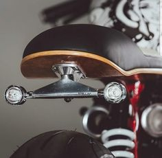 Skate or Die: A Thruxton With A Street Art Vibe A Triumph Thruxton cafe racer with a street art vibe by Hans Bruechle Bmw Cafe Racer, Gs 500 Cafe Racer, Cafe Racer Parts, Cafe Bike, Dominator Scrambler, Moto Enduro, Cb750, Thruxton Triumph, Moto Bike