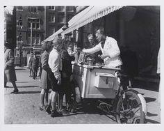 1947. Ice cream vendor in Amsterdam. Photo Algemeen Nederlands Persbureau / Ben van Meerendonk. #amsterdam #1947