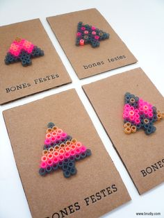 Make your Xmas cards with Hama beads. DIY Project of recycling and creativity. Perler Bead Templates, Diy Perler Beads, Perler Bead Art, Hama Beads Design, Hama Beads Patterns, Frugal Christmas, Christmas Crafts, Christmas Snowman, Christmas Perler Beads