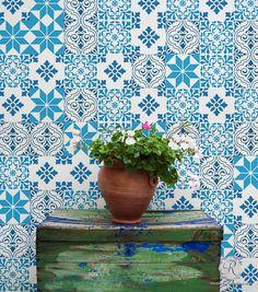 Painting Colorful Designs on Wall Decor with Mediterranean Tile Stencils - Royal Design Studio. 33 dollar hors frais de porte