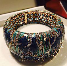 Irisis bracelet. Gold, enamel, diamond, aquamarine. Russian Jeweller Ilgiz F #ilgizkremlin