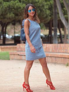 http://anaromero.blogs.elle.es/2015/06/10/red-navy/