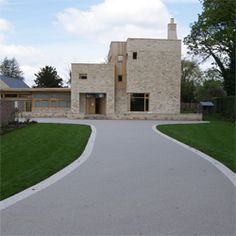 Beautiful resin bound driveway, beautiful home!