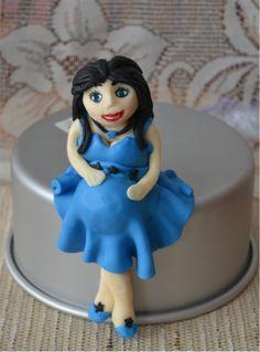 Pregnant woman in fondant Fondant, Snow White, Woman, Disney Princess, Disney Characters, Fondant Icing, Snow White Pictures, Disney Princes, Disney Princesses