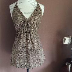 🔥Giraffe print halter Brown with beige giraffe print halter. Empire waist with a small now on the chest. Hip length, great hang weight, worn once, laundered once. 96% poly 4% spandex No Boundaries Tops