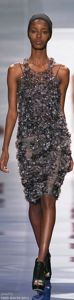 There is something really neat about this sequined, ruffled, dazzling dress. Definitely a perfect night out with the girls dress. Couture Fashion, Runway Fashion, High Fashion, Fashion Show, Fashion Design, Estilo Fashion, Vogue, Vera Wang, Beautiful Outfits