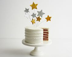 How to Make Sparkly Bouncy Stars Cake Topper Diy Cake Topper, Birthday Cake Toppers, Wedding Cake Toppers, Cake Decorating Tutorials, Cookie Decorating, Decorating Ideas, Fondant Cakes, Cupcake Cakes, Gluten Free Cupcake Recipe