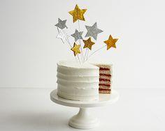 How to Make Sparkly Bouncy Stars Cake Topper • CakeJournal.com