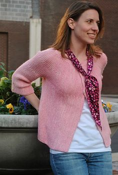 Corinne The cardigan is knit all in one piece, from the left side to the right, with almost no seaming (I love that!). The yoke and body are shaped with uncomplicated short rows, and the garter stitch throughout keeps the design simple but sophisticated.