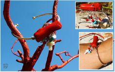 comme toujours ce sont des pièces uniques faites à la main !  Les bracelets sont en laiton doré et argenté, la pièce centrale est en bambou de mer imitation corail (le corail étant une espèce protégée), les apprêts sont en argent massif puis croix en nacre et une toute petite croix en hématite, des pierres en turquoise et en verre.  #octopop #bijoux #corail #nacre #corsica #turquoise #jonc #manchette #handmade