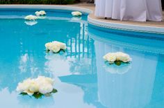 Floating flowers in the pool - Style & Grace Weddings & Events Pool Wedding Decorations, Floating Pool Decorations, Summer Wedding, Our Wedding, Pool Fashion, Wedding Photo Gallery, Floating Flowers, Bridal Shower, Jerusalem