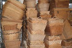 brocante rieten manden in allerlei formaten