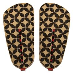 pantuflas planas kom Flip Flops, Sandals, Shoes, Fashion, Bedroom Slippers, Accessories, Moda, Zapatos, Shoes Outlet