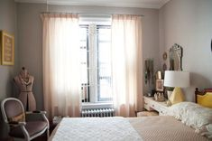 modern bedroom decorating and home staging tips