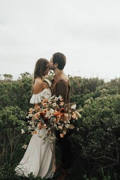 Earthy bohemian wedding with dreamy florals   Image by Michelle Larmand Photography