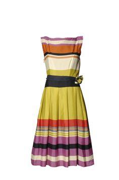 Ofis için tam bir yaz elbisesi. / The perfect summer dress for the office.