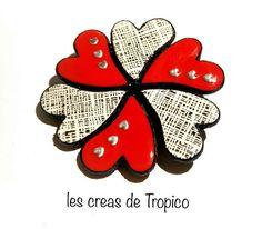 grosse broche 6 cœurs  pâte polymère noir blanc rouge Saint
