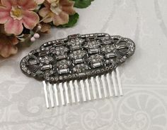 Hello! Today I have for you an absolutely BRILLIANT vintage jeweled hair comb featuring a repurposed Art Deco brooch! In TRUE Art Deco design,