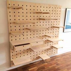 Cool Furniture, Furniture Design, Flur Design, Art Studio Design, Kitchen Wall Clocks, My New Room, Store Design, Home Projects, Shelving