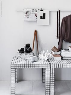 Lack IKEA hack : 8 idées à copier pour chez soi - Clem Around The Corner Tiled Coffee Table, Diy Coffee Table, Diy Tuiles, Ikea Tiles, Diy Tisch, Tile Tables, Mosaic Tables, Ikea Lack, Deco Originale