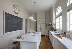 Clean traditional Kitchen
