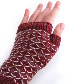Ravelry: Quilted Lattice Mitts pattern by Jennifer Elaine