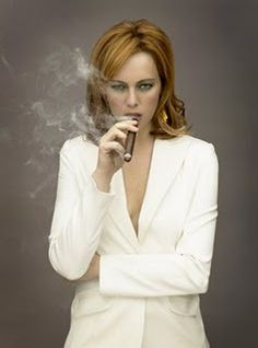 Melinda Clarke as Lady Heather Cigars And Women, Women Smoking Cigars, Cigar Smoking, Girl Smoking, Strong Women, Sexy Women, White Women, Smoking Celebrities, Rose Byrne