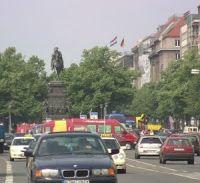 Pregopontocom Tudo: Berlim quer fechar para os carros avenida maisfamosa da cidade...