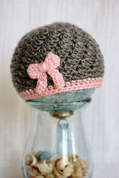 Alice and the Mock Turtle: Free Crochet Pattern~ Itty Bitty Bow Beanie.not knitting but still adorable Bonnet Crochet, Crochet Baby Hats, Crochet Beanie, Love Crochet, Crochet For Kids, Crochet Hooks, Knitted Hats, Slouch Hats, Crotchet
