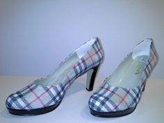 Zapato de Salón con plataforma, tipo Bottier a juego con Bolso estilo Channel. see more on :www.zapateriasusos.com