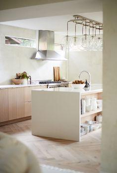 textured white walls Modern Kitchen Design, Modern Interior Design, Kitchen Cabinet Colors, Kitchen Cabinets, Ford Interior, Black Leather Sofas, American Interior, Farmhouse Remodel, Minimal Decor
