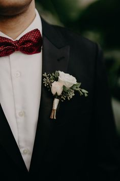 Simple boutonniere with white roses and greenery White Wedding Bouquets, Flower Bouquet Wedding, Floral Wedding, Red Wedding, Wedding Men, Bridal Bouquets, Flower Bouquets, Wedding Blog, Fall Wedding