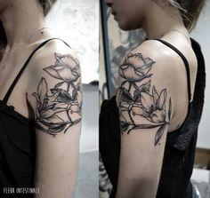 Tatouage par Fleur Intestinale (Sophie Hedon) #sophiehedon #fleurintestinaletattoo #botanicaltattoo #flowertattoo #lystatouage #fleurtatouage