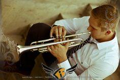 senior picture with trumpet