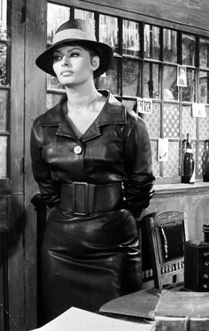 Sophia Loren as Epifania The Millionairess Divas, Sophia Loren Images, Actrices Sexy, Bianca Balti, Leather Dresses, Leather Outfits, Leather Skirts, Leather Jackets, Italian Actress