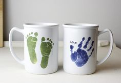 Love this idea for a father's day gift. Grab your favourite colour and pour out the paint onto a plate or container. Place your hand in the paint and then onto the blank mug. Using a Sharpie, write a message telling dad why he is the best ever. Baby Footprint Art, Footprint Crafts, Fathers Day Mugs, Fathers Day Crafts, Baby Crafts, Toddler Crafts, Homemade Gifts, Diy Gifts, Coffee Mug Crafts
