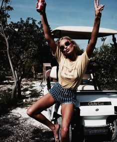 I love cute spring break outfits like this one! Spring break is right around the corner, and these cute spring break outfits are the best ideas to pack for a party in the sun for spring break Foto Fashion, Fashion Mode, Womens Fashion, 90s Fashion, Beach Fashion, Indie Fashion, Bohemian Fashion, Holiday Fashion, Street Fashion