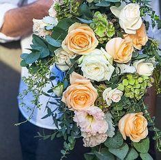 Chic sophistication by @robbiehoney #pearlbymeijer #pearlavalanche #meijerroses #weddinginspiration #weddingideas #weddingflowers #weddingdecor #bride #flowers #flowerstagram #flowerslover #roses